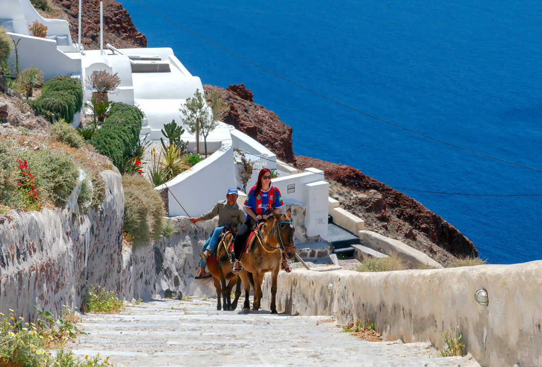 Donkey ride in Fira from the old port.