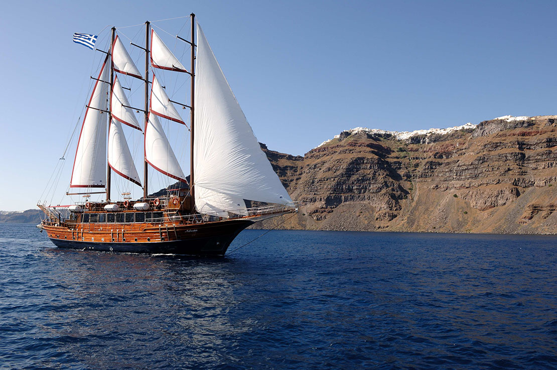 Things to do in Santorini: boat tour