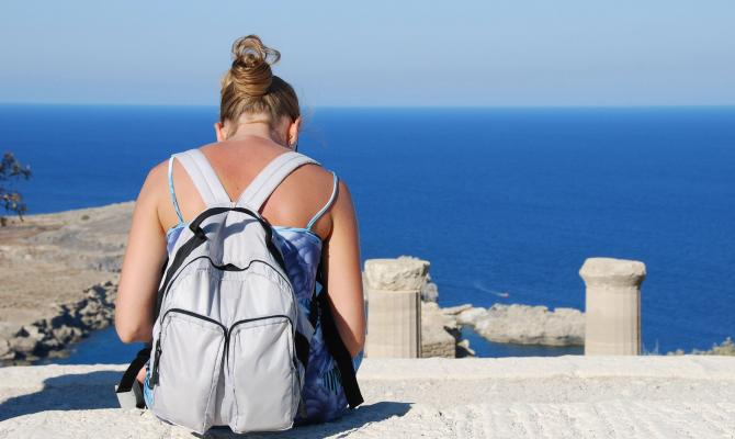 3 Great Santorini Tours for Backpackers