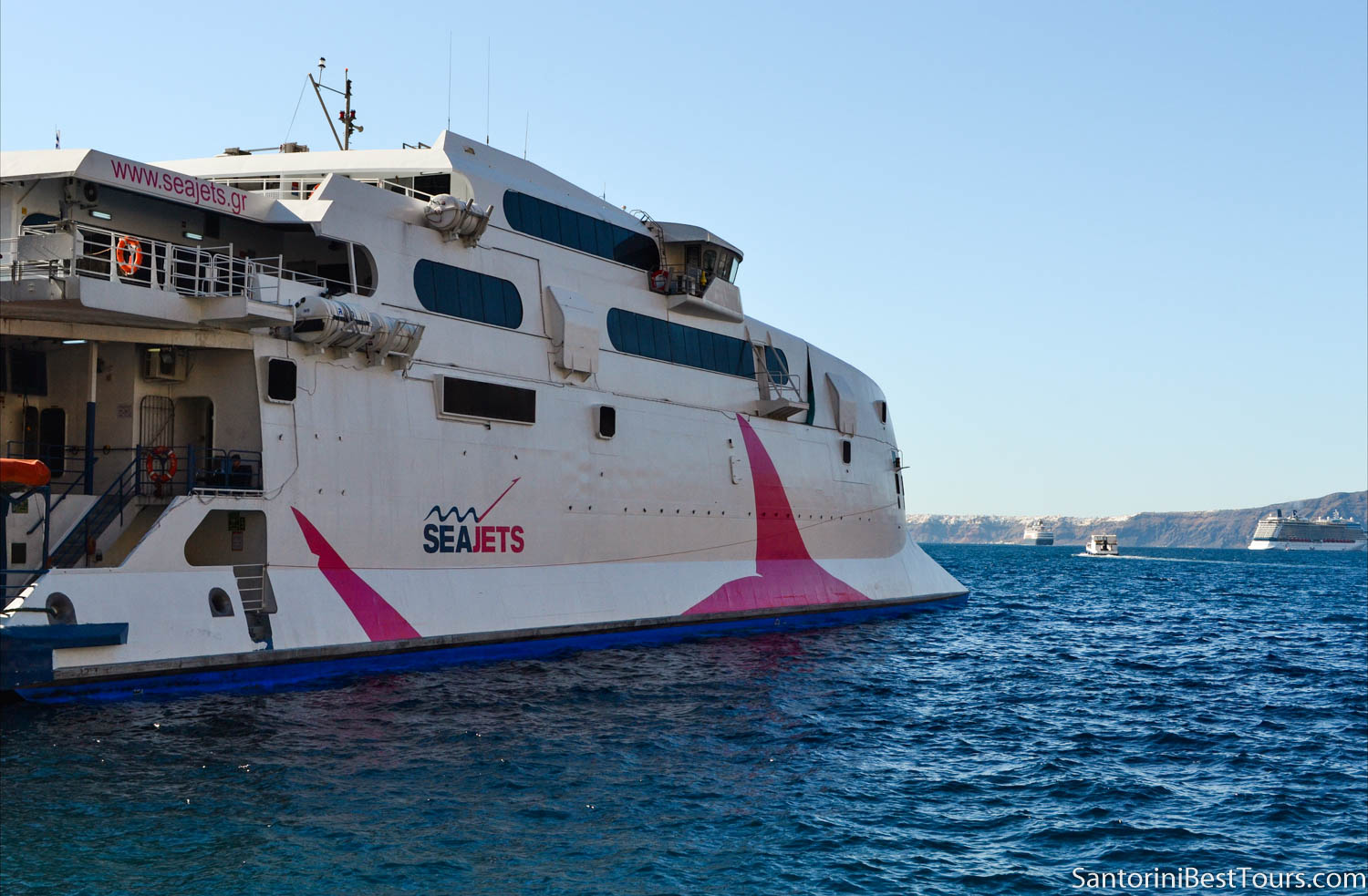 Ferry from Athens to Santorini - Seajets