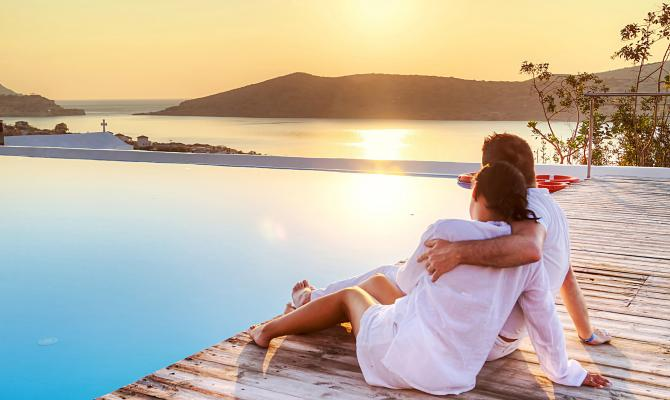 6 Reasons Santorini Makes for an Unforgettable Holiday