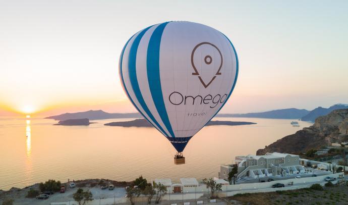 Hot air balloon ride in Santorini at sunset