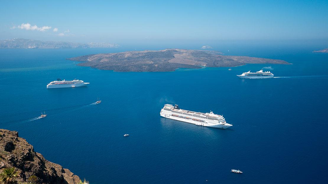 Beautiful photo of the Caldera in Santorini island