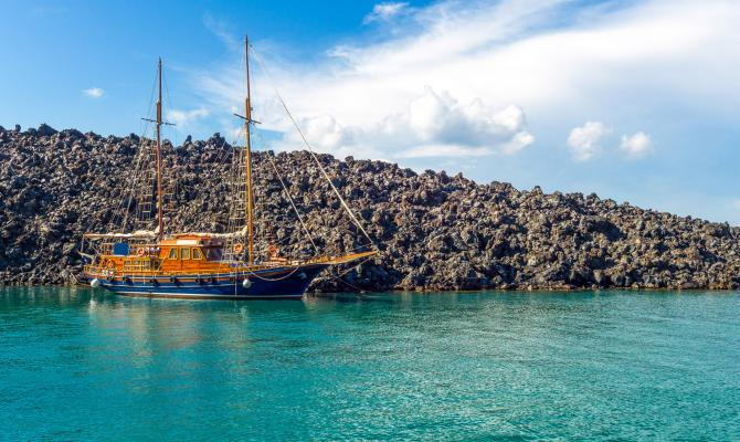 Santorini Boat Trips: What to Expect on the Water